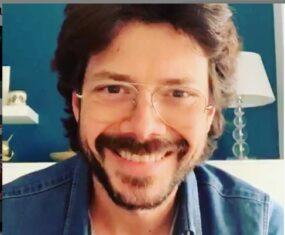 El profesor canta 'Bella Ciao'