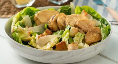 ¿Cómo se prepara la exquisita ensalada César?